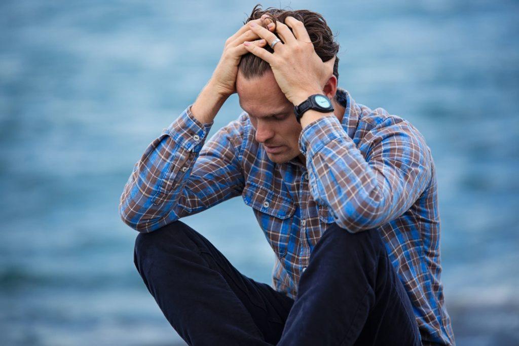 psicoterapia em londrina homem precisando da ajuda de uma psicóloga